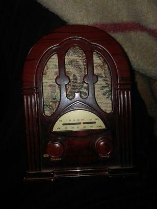 Radio de mesa imitación antiguo