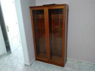 vitrina con baldas de cristal