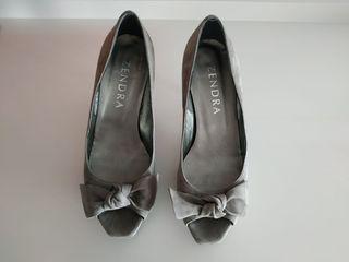 Zapatos tacón color gris ante.Talla 39