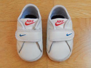 Como nuevas!! Zapatillas Nike bebé. Talla 16