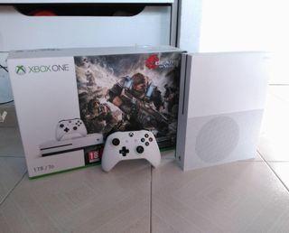 Xbox one S 1 tera como nueva, blanca