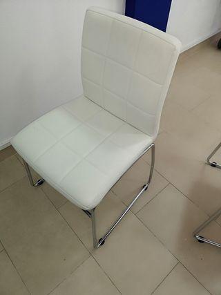 se venden sillas de piel blancas