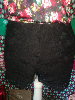 Short guipur Zara, talla M