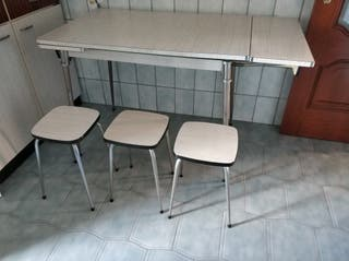 mesa comedor extensible + 3 banquetas