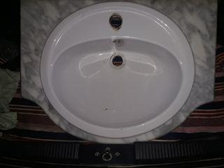 piedra de mármol con lavabo