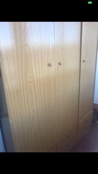 Gran armario de madera