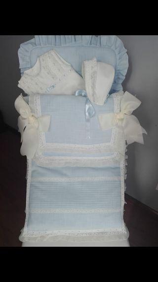 Saco para capazo de lino azul con puntilla valenci