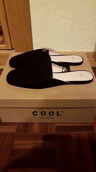 Zapatos negros .Talla 40
