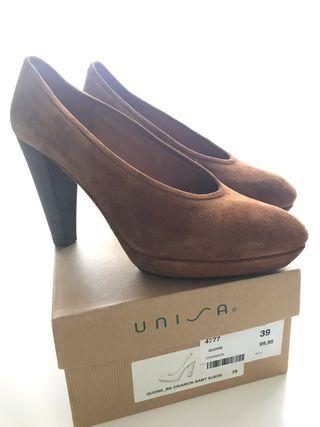 Zapatos color camel marca UNISA N° 39 NUEVOS