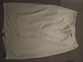 Falda gris de punto
