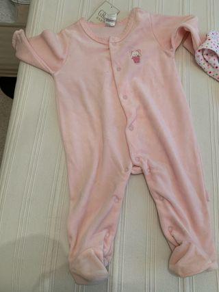 2 Pijamas bebé 9 meses sin estrenar