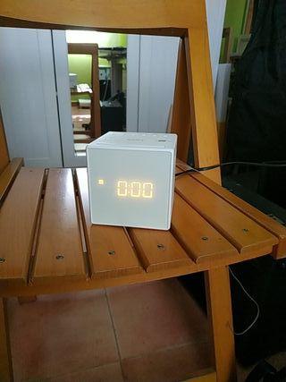 Radio despertador con pantalla LED, blanco