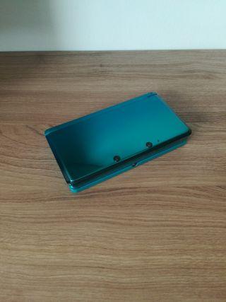 Nintendo 3DS con funda, cargador y juegos
