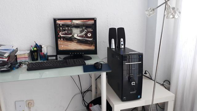 torre de ordenador y pantalla
