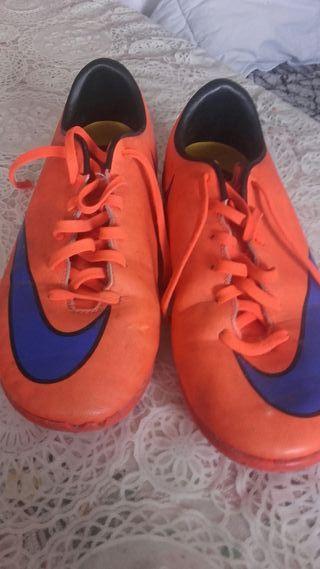 27635aab23a Zapatillas Nike de segunda mano en Segovia en WALLAPOP