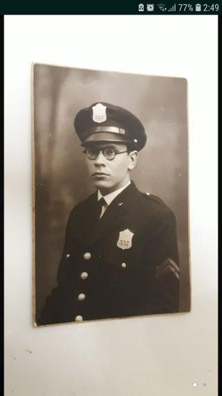 Foto Sereno Guardia Policía Antigua Original