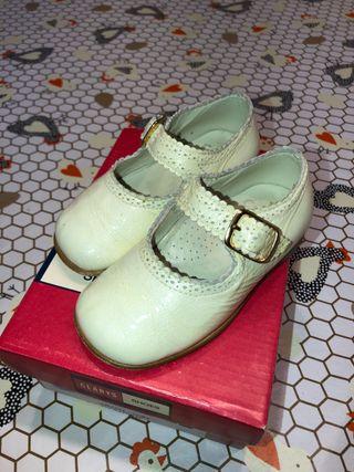 Zapatos/merceditas piel clarys número 22