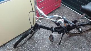 Bicicleta plegable antigua con cambio de marchas