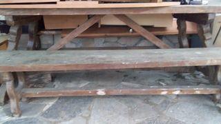 mesa y bancos de madera