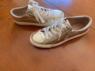 Zapatillas doradas talla 39
