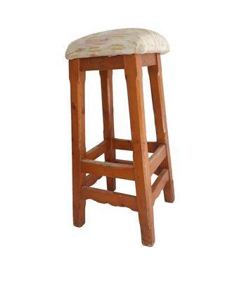 Mesas, sillas y taburetes