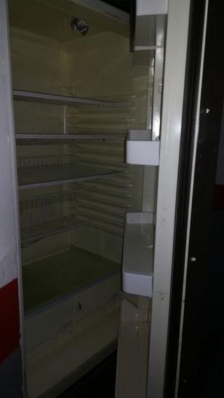 nevera grande con congelador mide 1,80