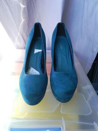 Zapatos ante azul turquesa. Número 39-40