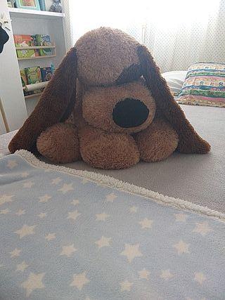 muñeco perro de peluche gigante