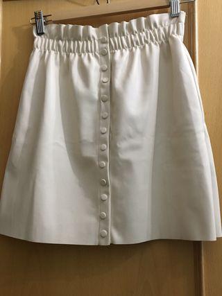 27e2e88463 Falda blanca Zara de segunda mano en Sevilla en WALLAPOP