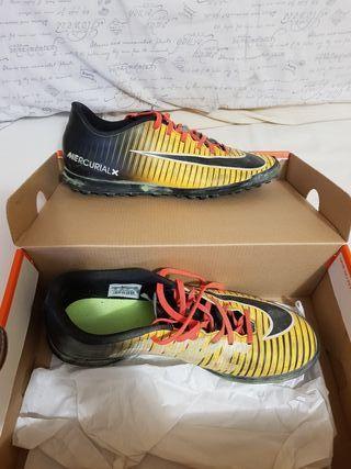 Botas de fútbol 44