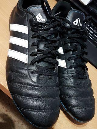 6eac0af1c0f Zapatillas Adidas Blancas de segunda mano en Valencia en WALLAPOP