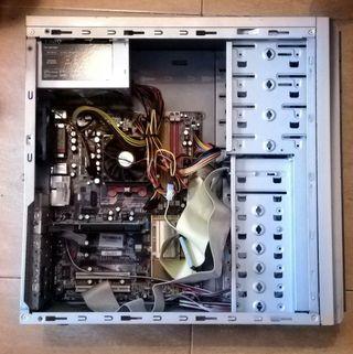 Torre de ordenador por piezas