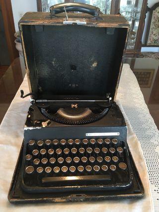 Máquina escribir Invicta años 50