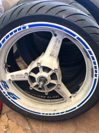 Rueda Yamaha R6 delantera con neumáticoco de