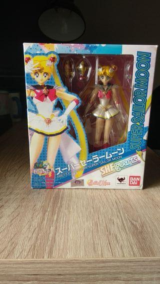 Super Sailor Moon figuarts