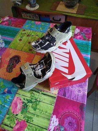 afd29ab07e8 Zapatillas Nike Huarache de segunda mano en Barcelona en WALLAPOP