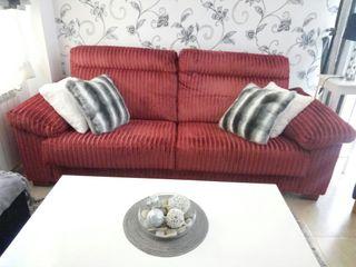 Sofa rojo 3 plazas. Banak importa