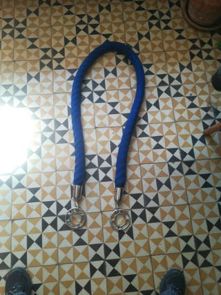 Cadena con terciopelo azul
