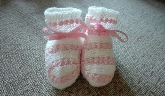 591b16952 Bonitos patucos en blanco y rosa