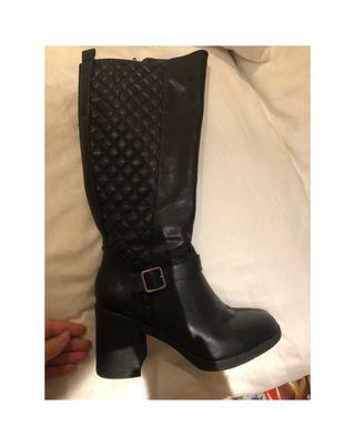 Black half leg boots heel