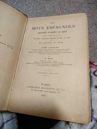 libro muy antiguo