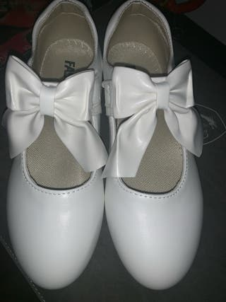 dca66ee9b48 Zapatos de fiesta niñas de segunda mano en WALLAPOP