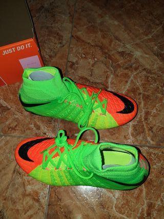 Botas de futbol Nike nueva