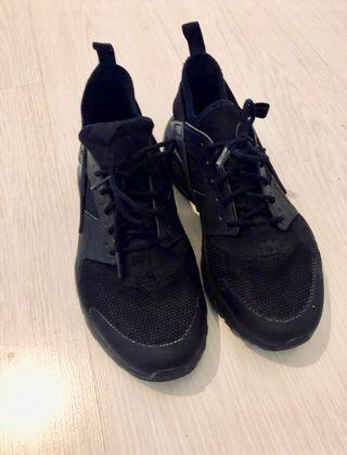 0a6e0e67fde Zapatillas Nike Huarache de segunda mano en WALLAPOP