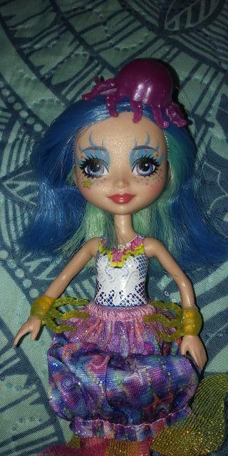 muñeca echantimals