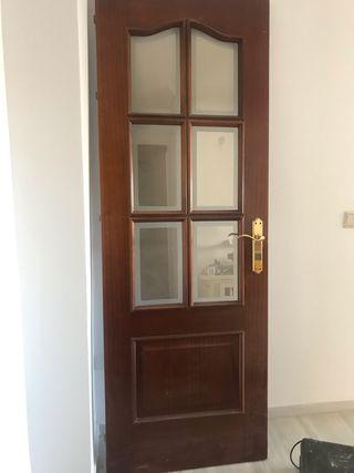 Puertas madera nuevas 2,03 x 72cm, 50€ cada una)