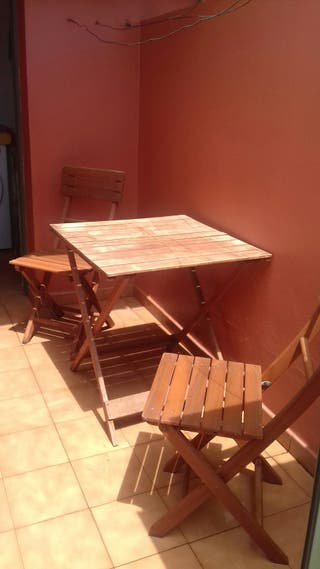 juego mesa y 2 sillas de madera de acacia
