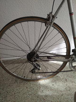 Bicicleta BH CIUDAD y CARRETERA