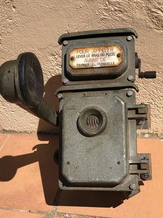 Antiguo teléfono estación ferrocarril Francesa