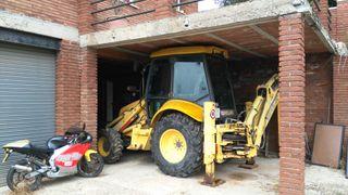 New Holland LB110